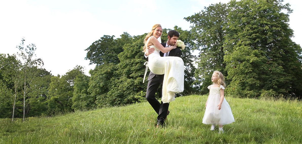 cool wedding shot ideas%0A Clissold Park is a great place for wedding Photography by Nicola Hippisley