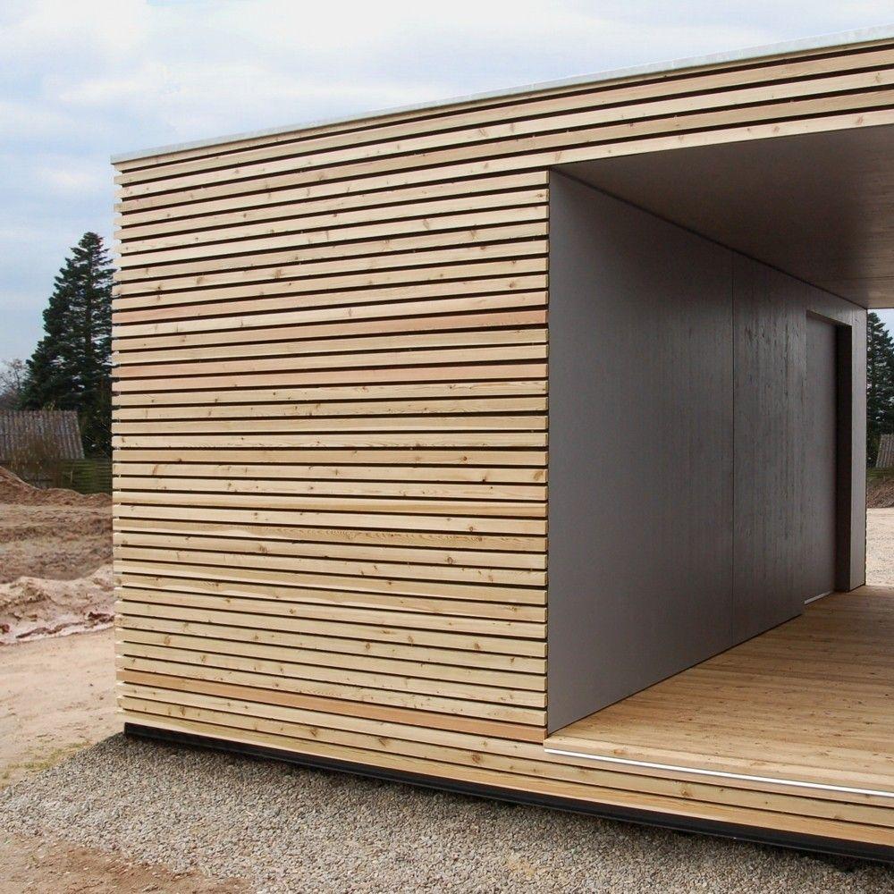 Design Gartenhaus mit Lärchenholz und Schiebetür als