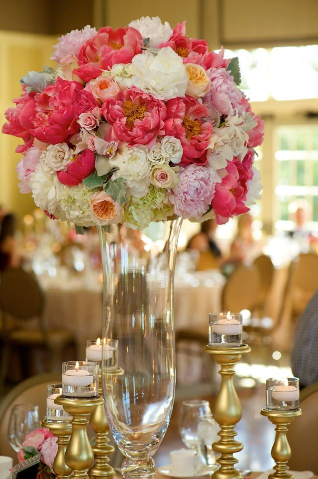 large elevated centerpiece on clear glass vessel using coral rh pinterest com