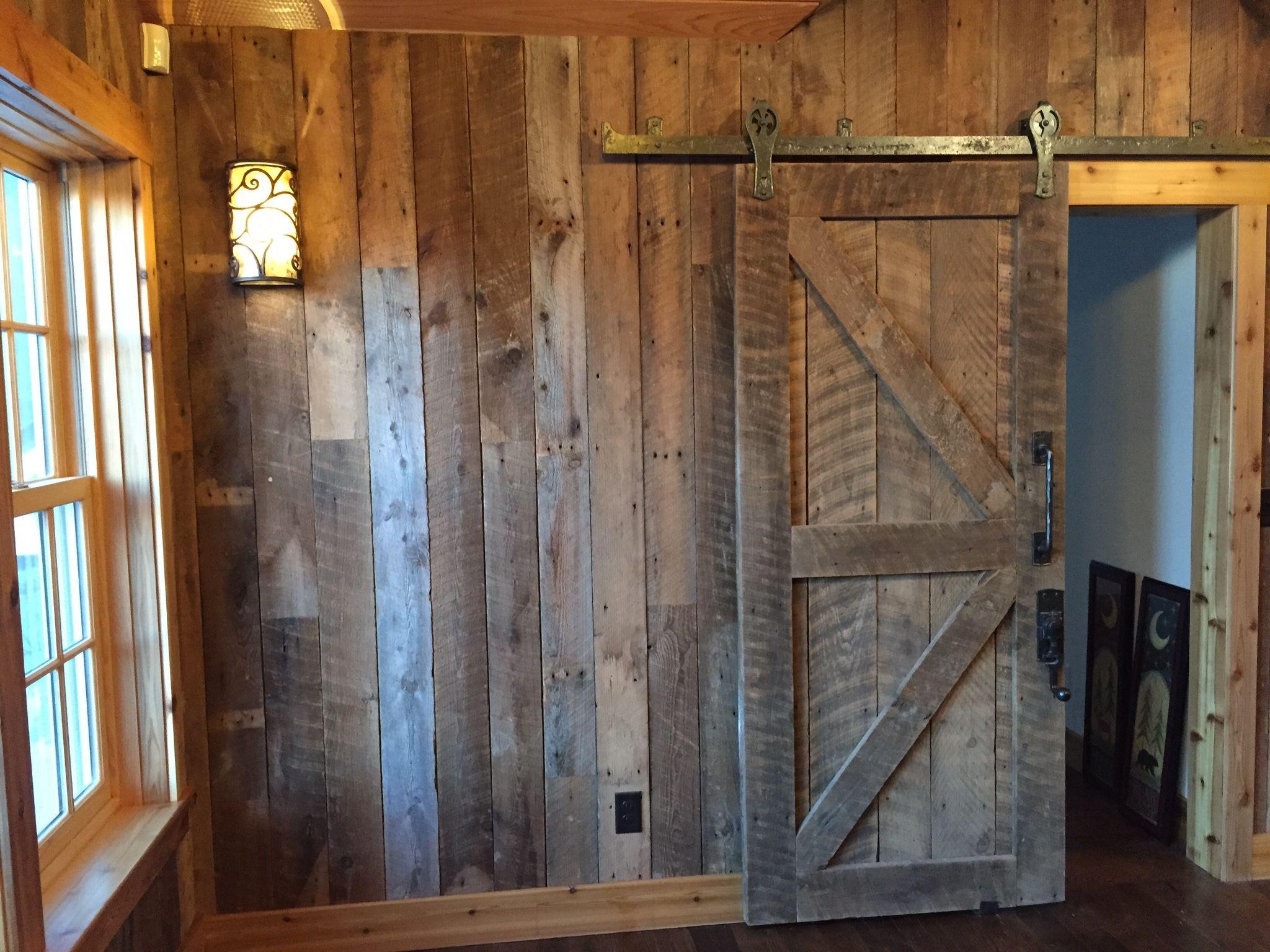 Wohnzimmerfliesen an der wand brown barn board canut wait to get my barn door for the basement