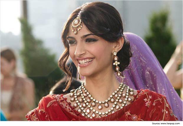 Sonam Kapoor In Medium Partition Bun Saree Hairstyles Indian Bridal Hairstyles Indian Wedding Hairstyles