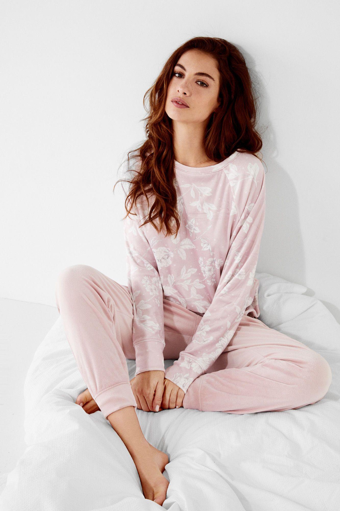 39ab496dc2 Women s Secret  Pijama polar estampado (rosa). Conjunto de pijama comprido  em tons