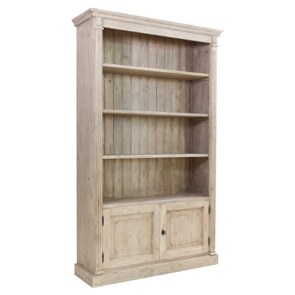 Photo of Libreria in legno massello di abete con finitura natural. Dispone di tre mensole…