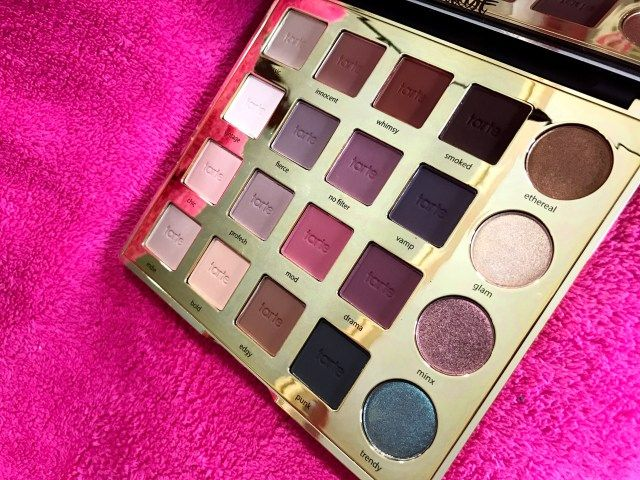 The new Tarte Tarteist Pro Palette is a true gem! There's 16 matte neutrals & 4 shimmers all powered by Tarte's Amazonian Clay 12-hour Formula. See swatches + read more on the blog!  #tarte #makeup #eyeshadow #beauty #bblogger #makeupblog