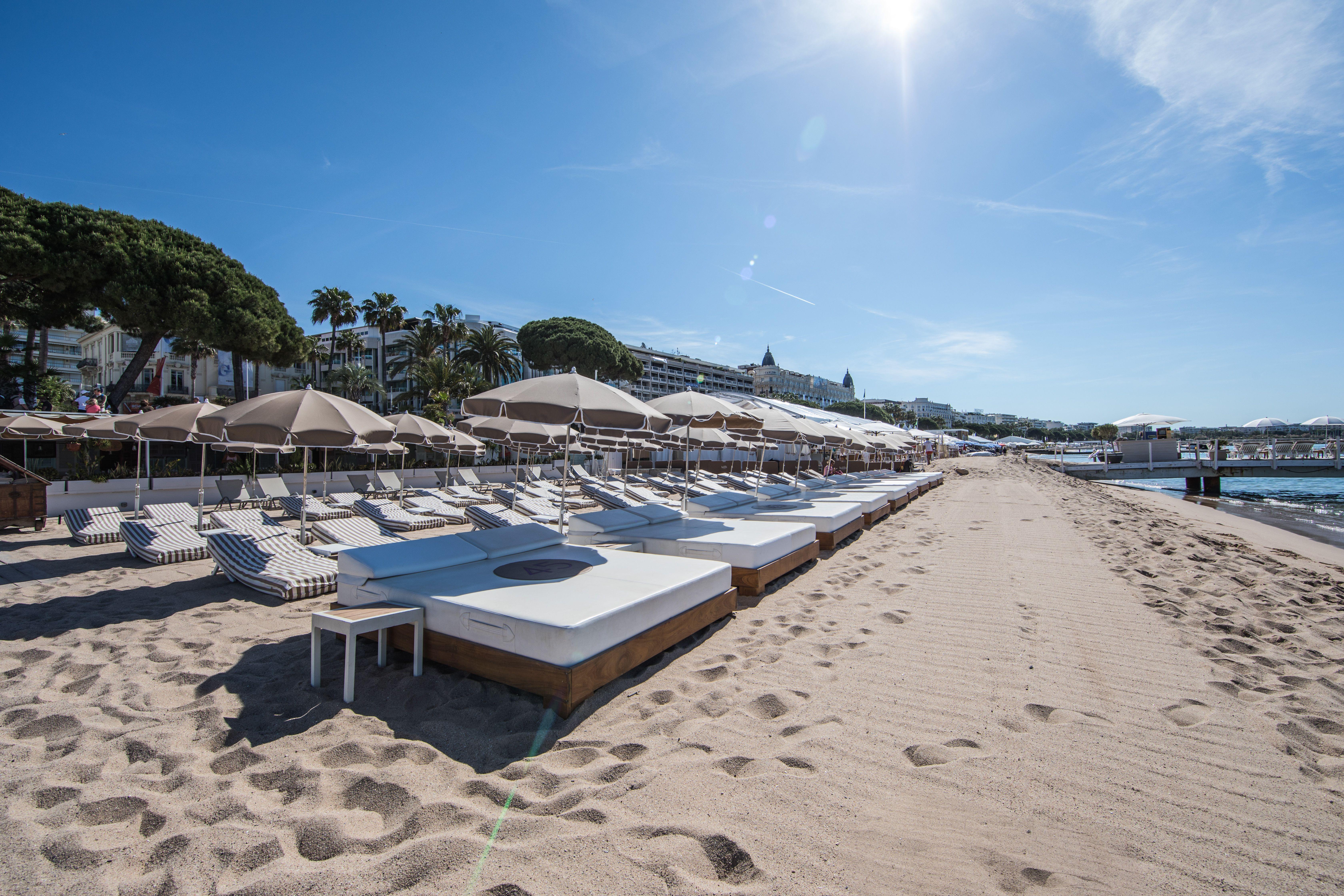 pr lassez vous au soleil sur nos transats matelas ou beds la plage 45 plage 45 pinterest. Black Bedroom Furniture Sets. Home Design Ideas