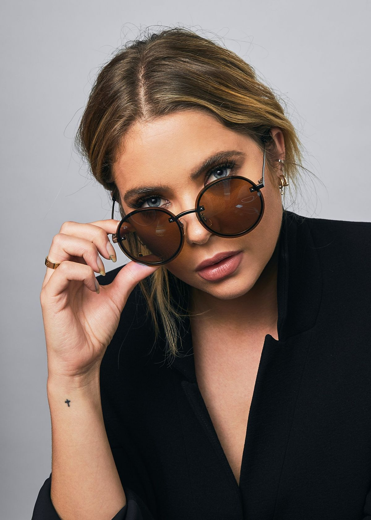 fae2928238874 Ashley Benson - Prive Revaux the Icon Collection
