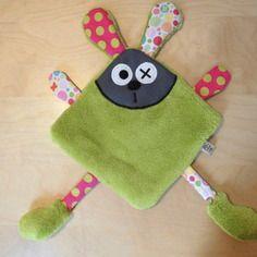 doudou lapin plat vert rose pois crafts pinterest doudou lapin doudous et lapin. Black Bedroom Furniture Sets. Home Design Ideas