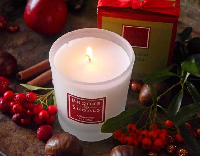 """Pünktlich zum 1. Advent kann ich insgesamt 5 Duftkerzen aus der weihnachtlichen Sonderedition """"Cinnamon & Cedar"""" von Brooke & Shoals verlosen. Mitmachen!"""