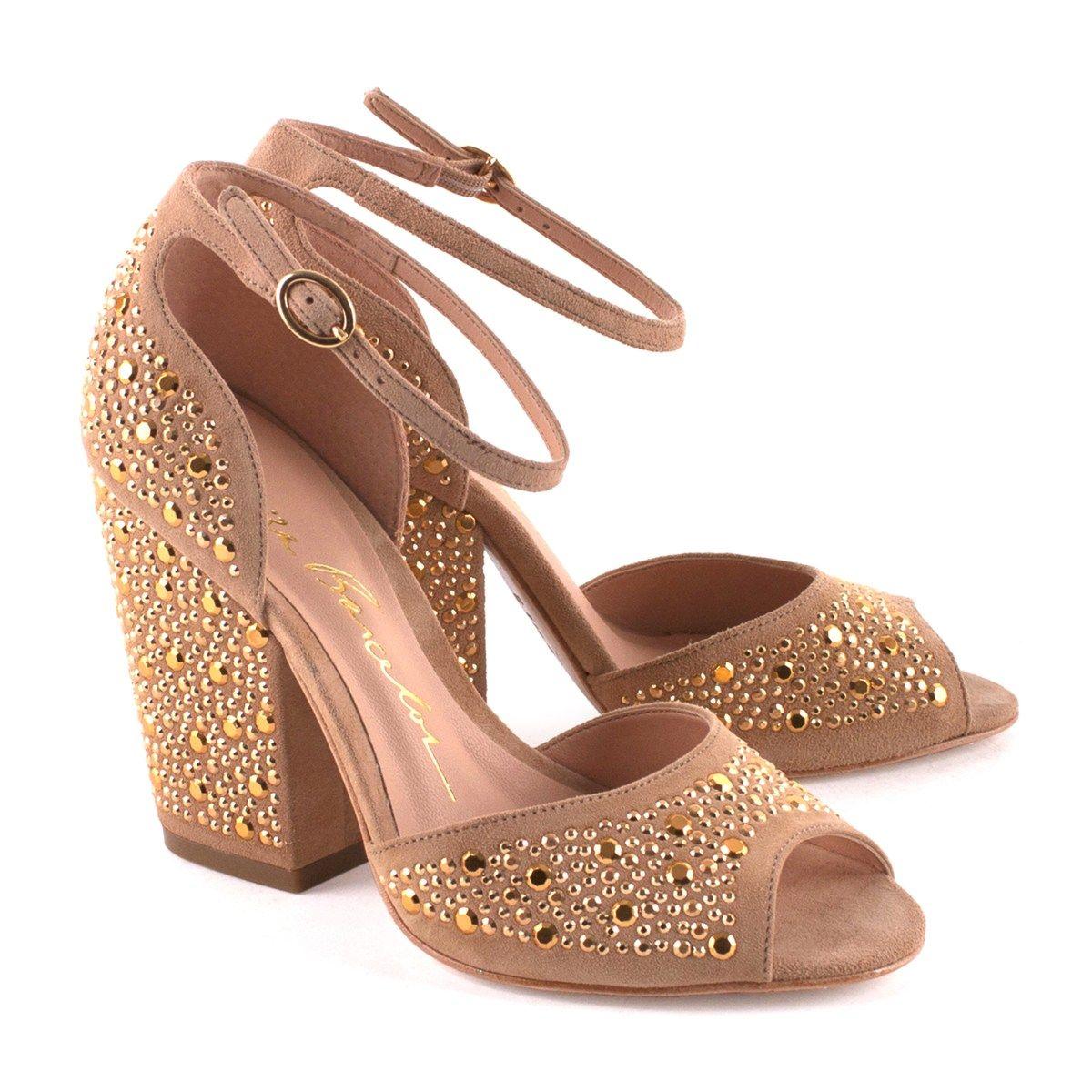 d9e10a1e7b Sandália salto grosso. Sapatos Chiques