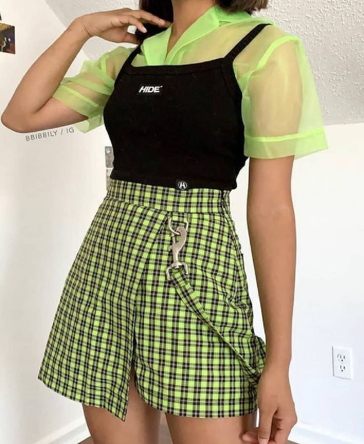 Image may contain: one or more people and people standing - Fashion Presse #grungeoutfits Image may contain: one or more people and people standing - Fashion Presse #retropop