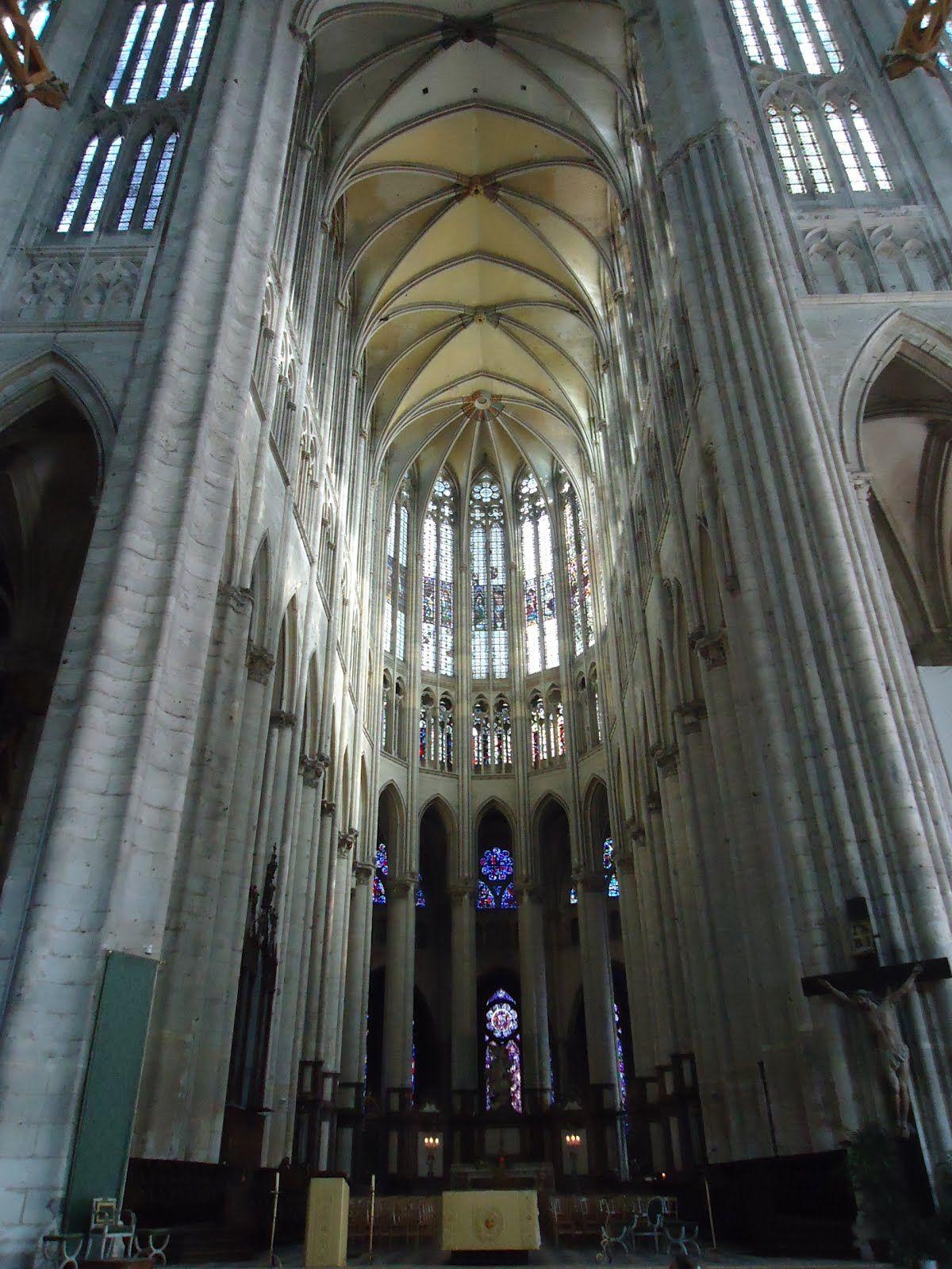 Interior de la catedral de beauvais 20 katedra gotycka for Interior de la catedral de barcelona
