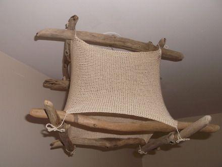 ce plafonnier est fait de bois flott r colt sur les. Black Bedroom Furniture Sets. Home Design Ideas
