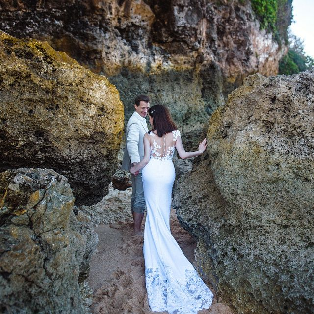 Simple Wedding Dress Dalarna High Low skirt Wedding dress