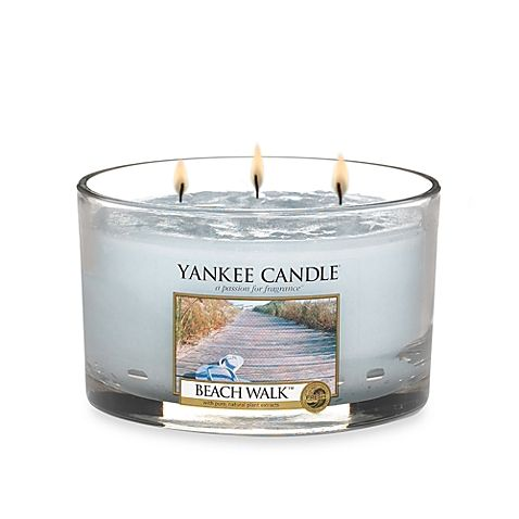 Create a warm, inviting atmosphere by simply lighting a candle and enjoying the delicate fragrances of Yankee Candle. The aroma of refreshing salt water and sea musk with citrus blossoms will linger long after the flame has been snuffed out.