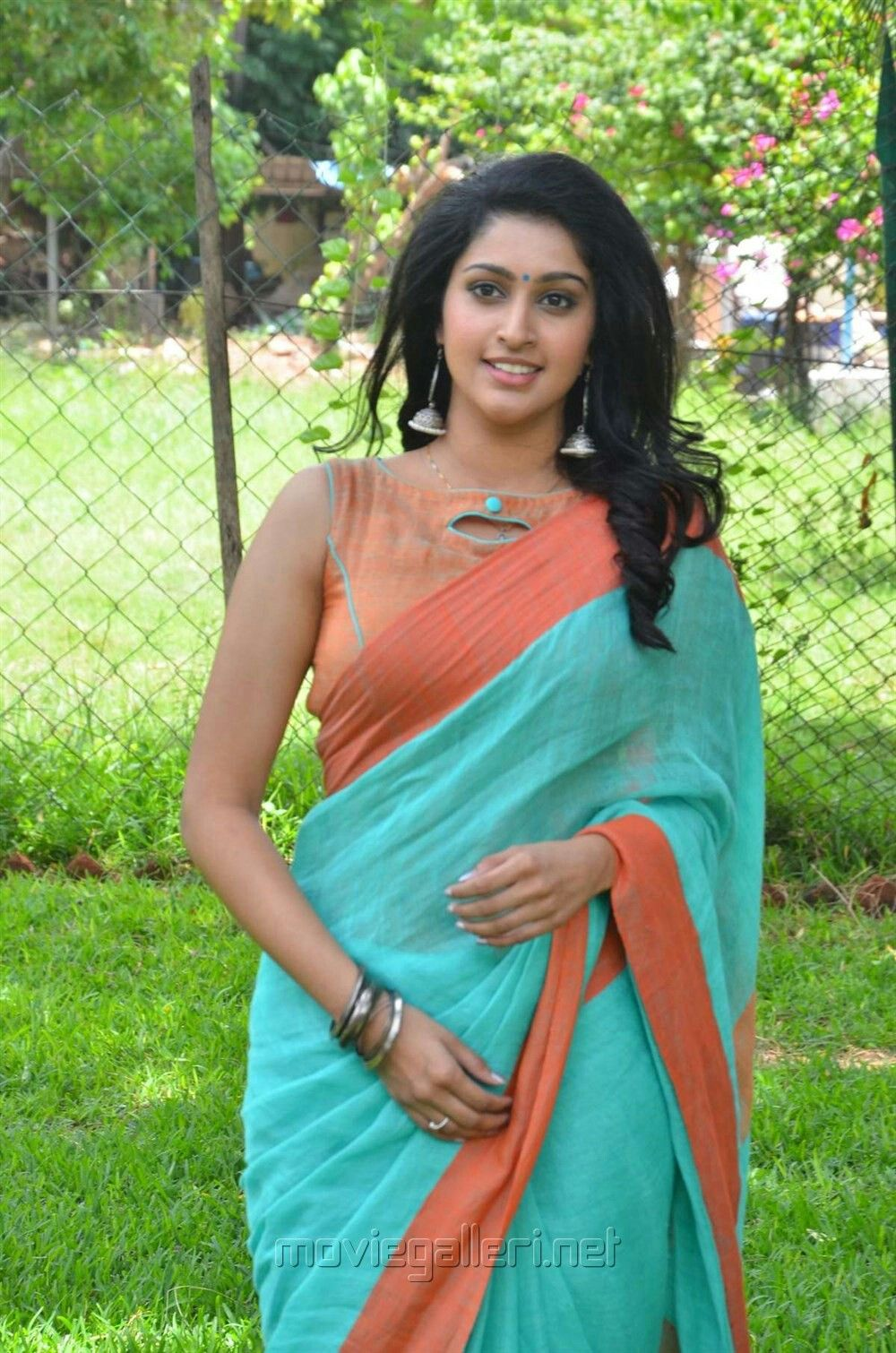 Sexy tamil actress in saree