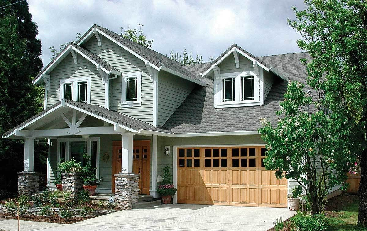 Craftsman Home Plan with Bonus Room