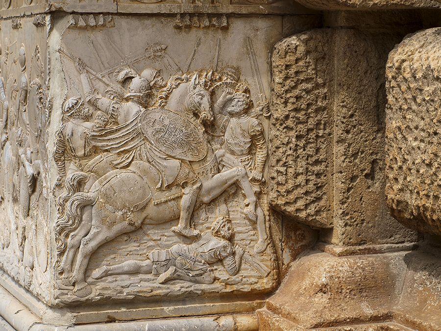 Alto relieve del Palacio de Carlos I en Granada