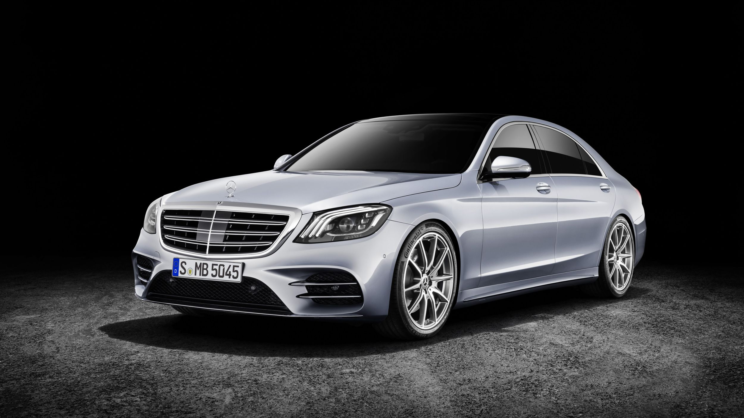 the 2018 mercedes s class is here and it can almost drive itself rh pinterest co uk