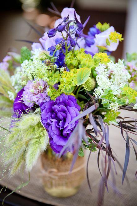 fresh purple flowers for wedding table decor leanna azzolini rh pinterest com