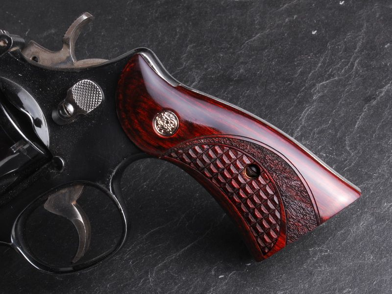 The Su0026W K Frame Square Butt Grips By Altamont Are Available In 5 Different  Styles. Coke Bottle Target, Fingergroove, Target, And Classic Or Service  Panels.