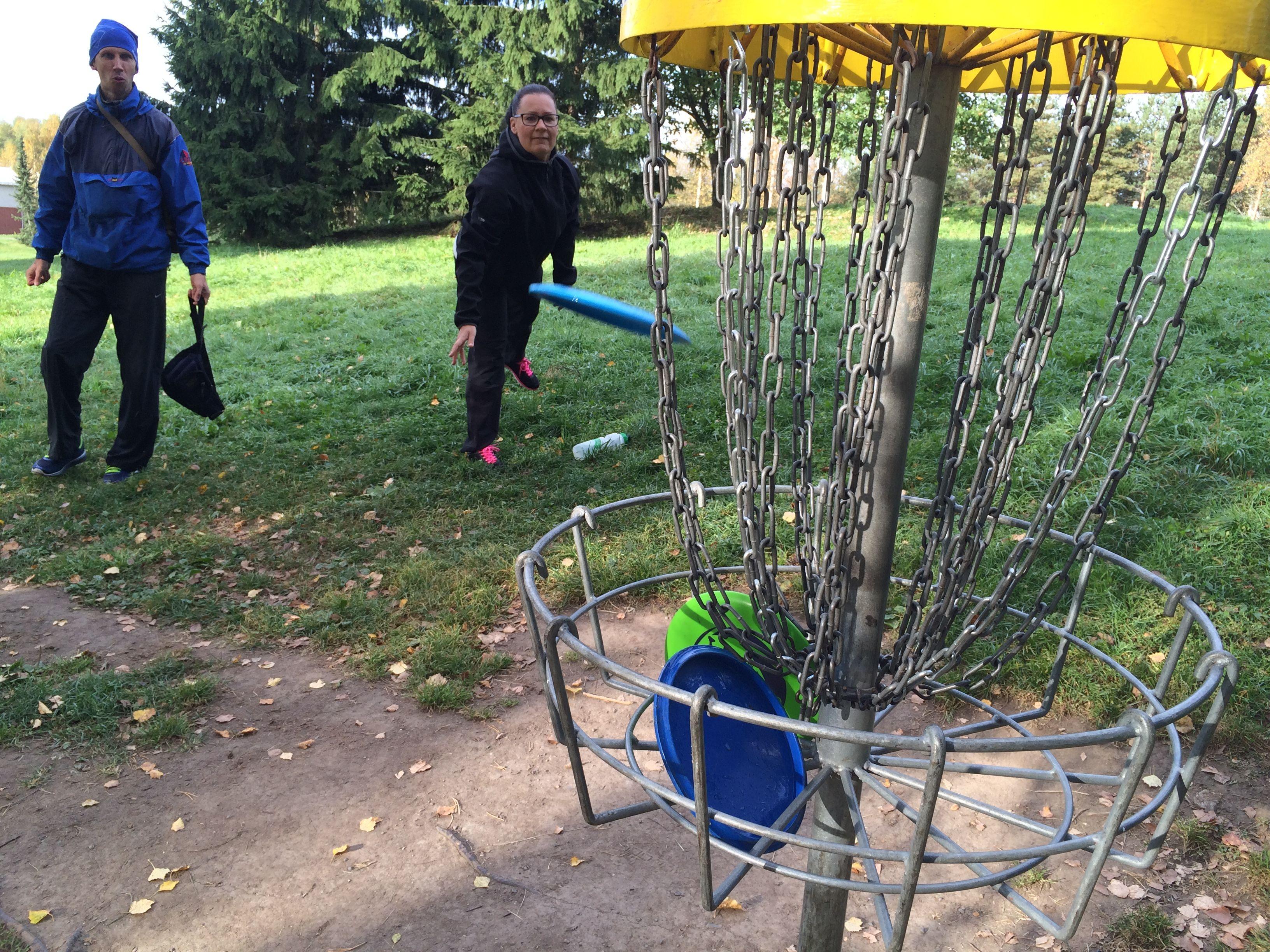 Aina ei tarvitse tehdä töitä. Välillä on hyvä irrotella ja käydä pelaamassa vaikkapa frisbee-golfia :) #matrocks