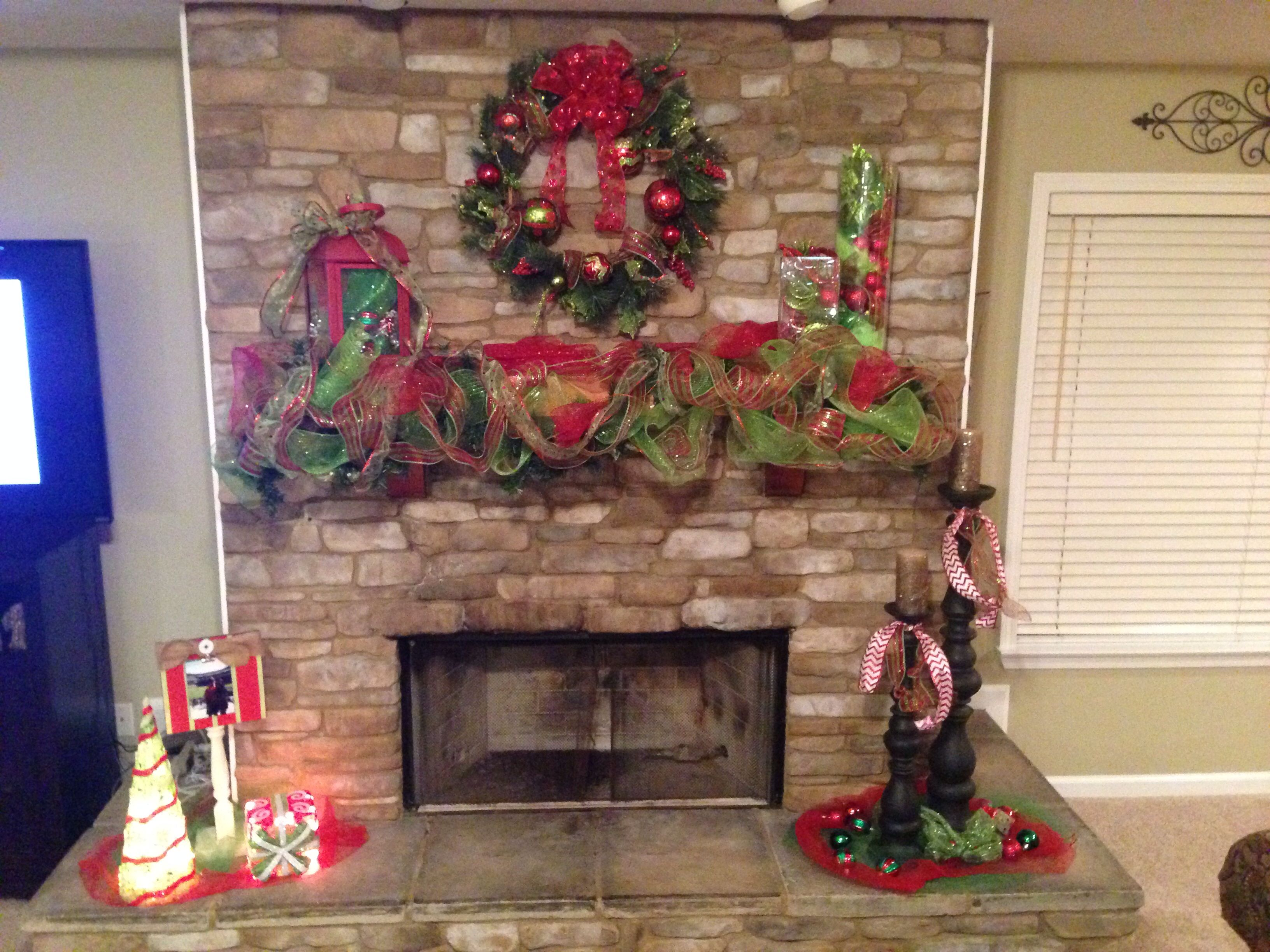 Christmas fireplace mantle decorations Christmas fireplace mantle