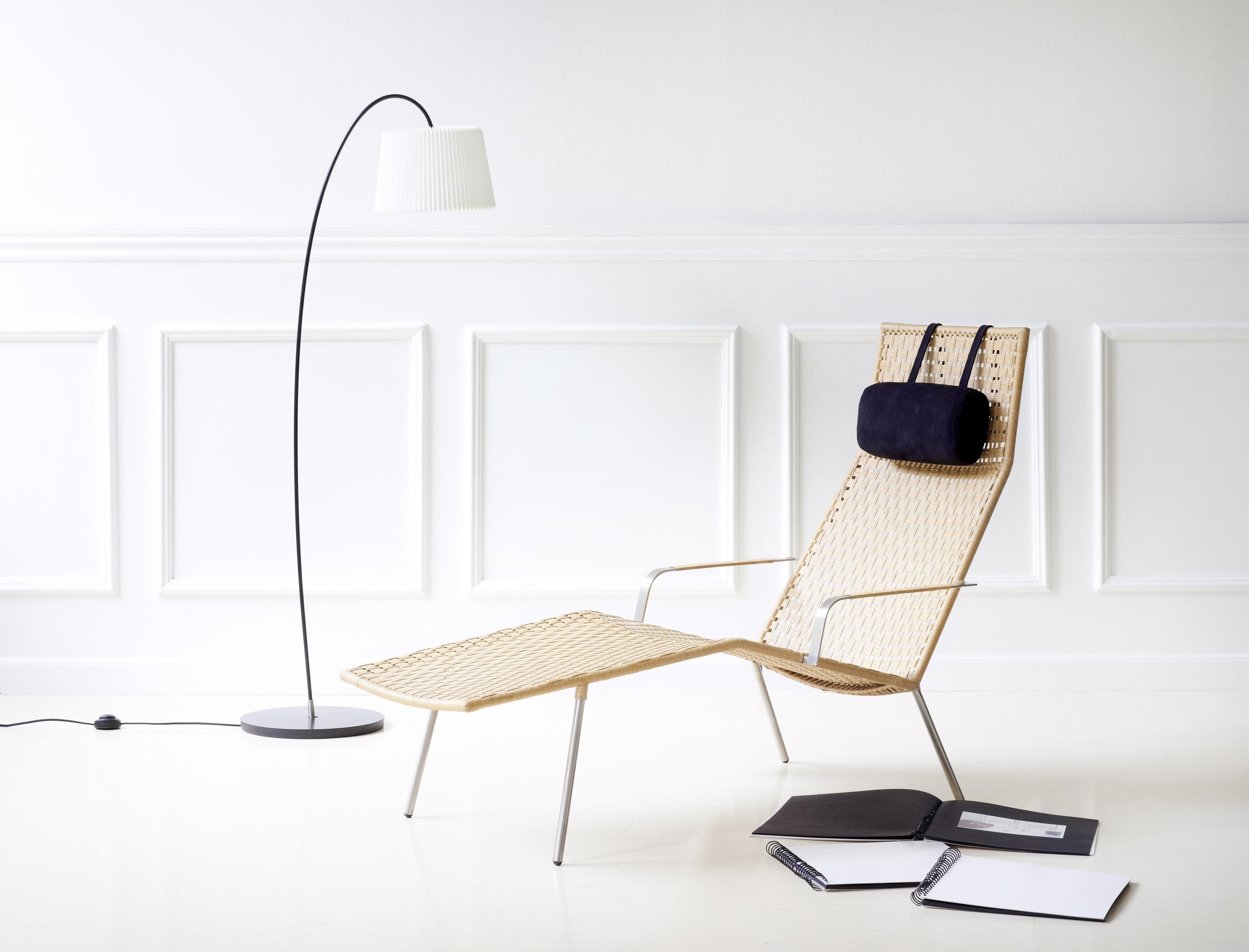 The Straw chaiselounge combines classic weave with