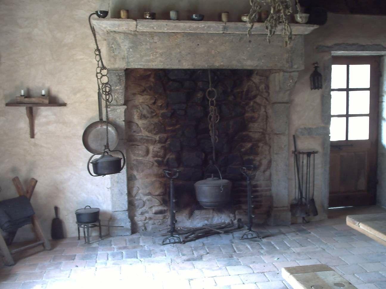 chemin e ancienne avec sa cr maill re pour suspendre le chaudron cheminee pinterest. Black Bedroom Furniture Sets. Home Design Ideas
