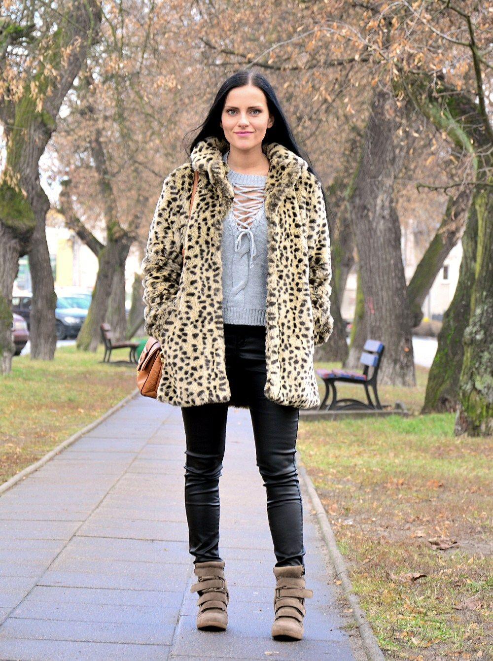 Czarne Woskowane Spodnie I Futerko W Panterke Stylizacja Fashion Jackets Vest