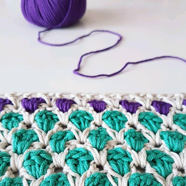 Aprende paso a paso cómo tejer un cuello con capucha a crochet. Muy ...
