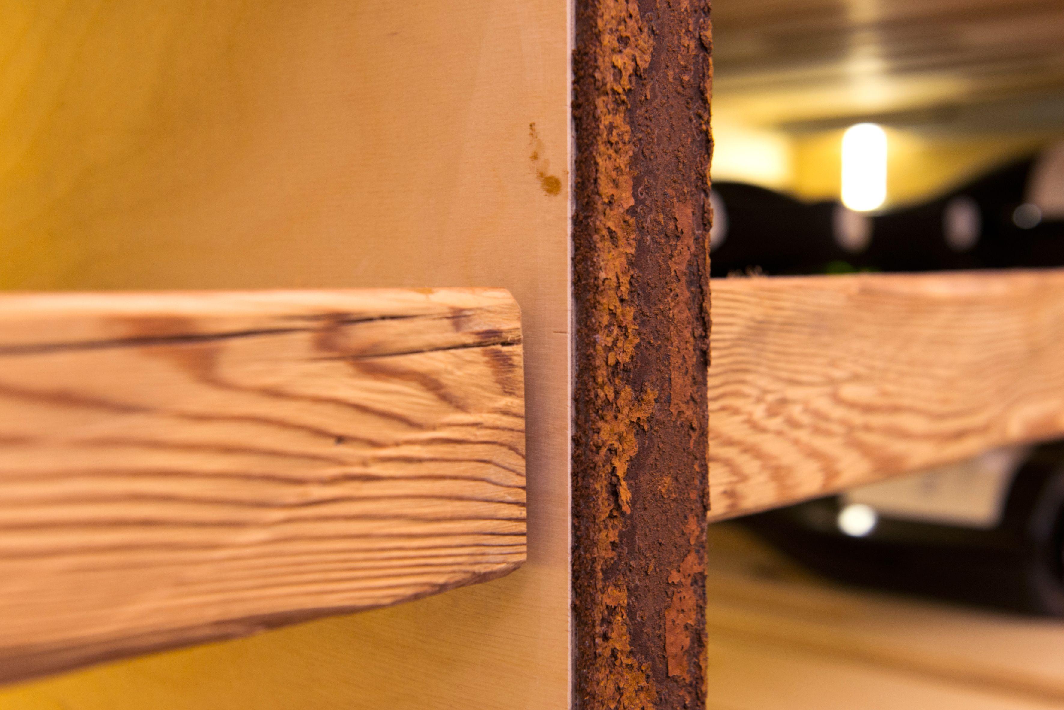 Weinkeller mit altholz stahl leder for Innenarchitektur rosenheim