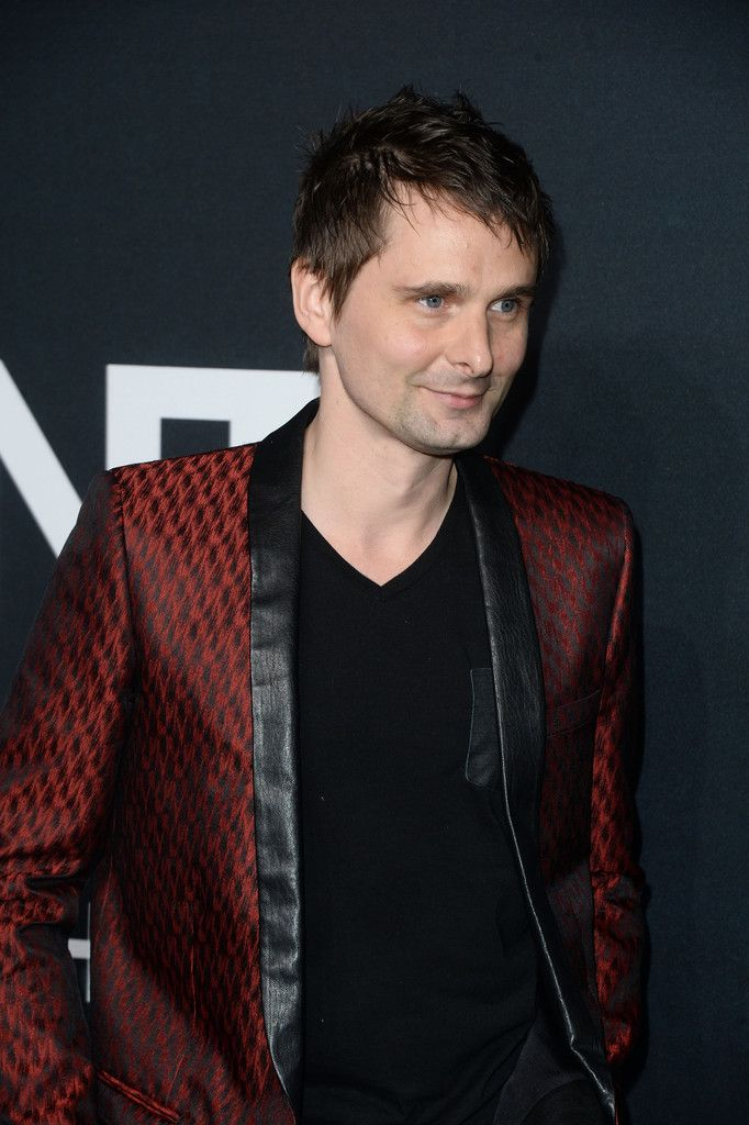 Muse matt bellamy and elle evans 10 february 2016 saint laurent muse matt bellamy and elle evans 10 february 2016 saint laurent show hollywood voltagebd Image collections
