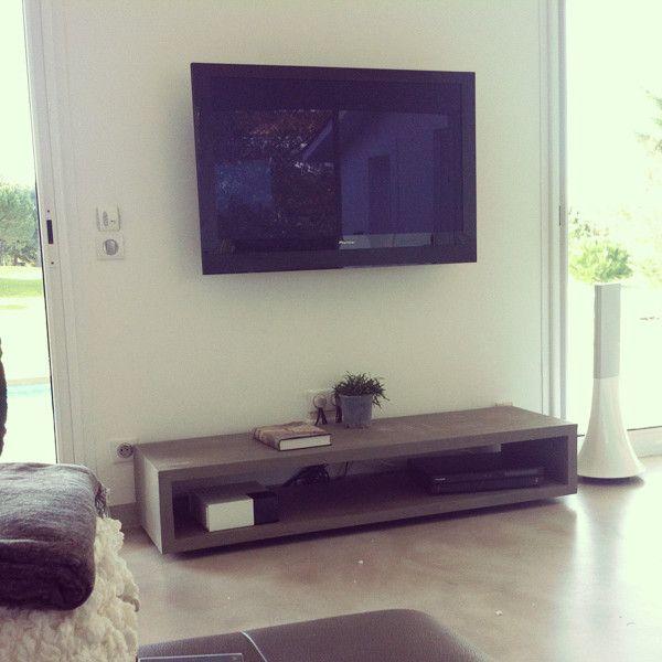 Meuble TV béton dans un salon    wwwlyon-betonfr lise@lyon - maison en beton coule
