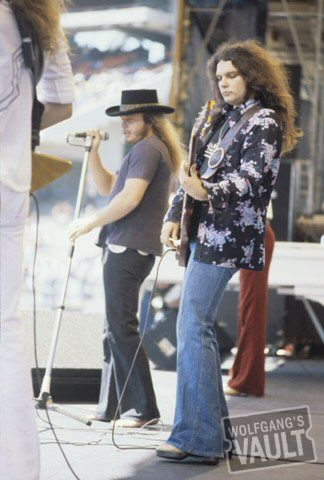 Note:::::::!:::::::: No SHOES on Van Zant feet!!!!!!!! A true fan knows HE NEVER wore shoes while performing............