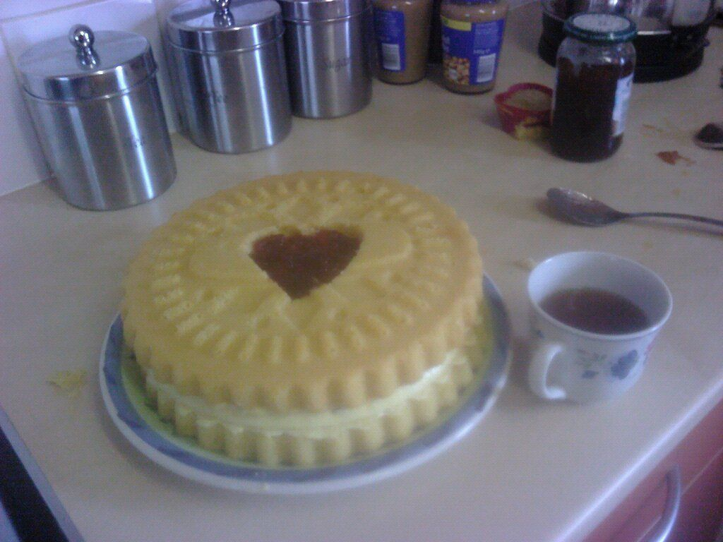 Check Out Giant Jammy Dodger Cake It S So Easy To Make