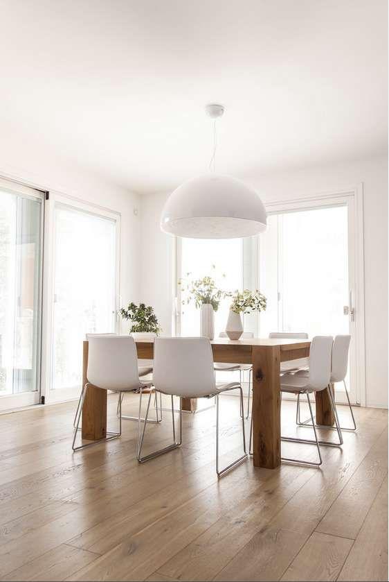 Bello il tavolo quadrato corretta l 39 illuminazione sospesa centrata sul tavolo da pranzo altri - Tavolo da pranzo quadrato ...