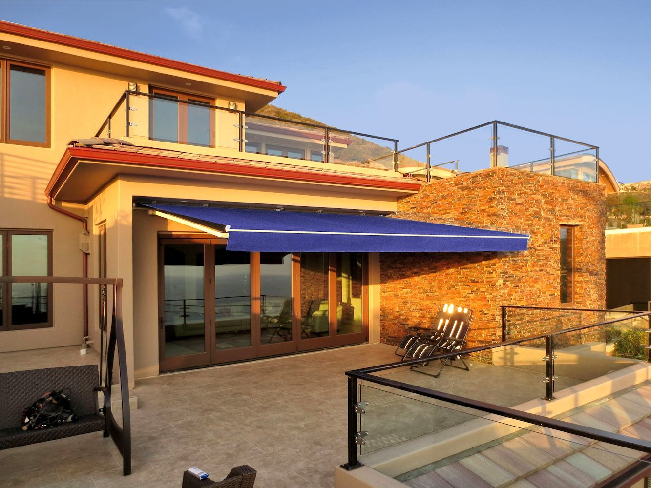 Retractable Awning By Superior Awning Southern California Patio Covered Patio Custom Awnings