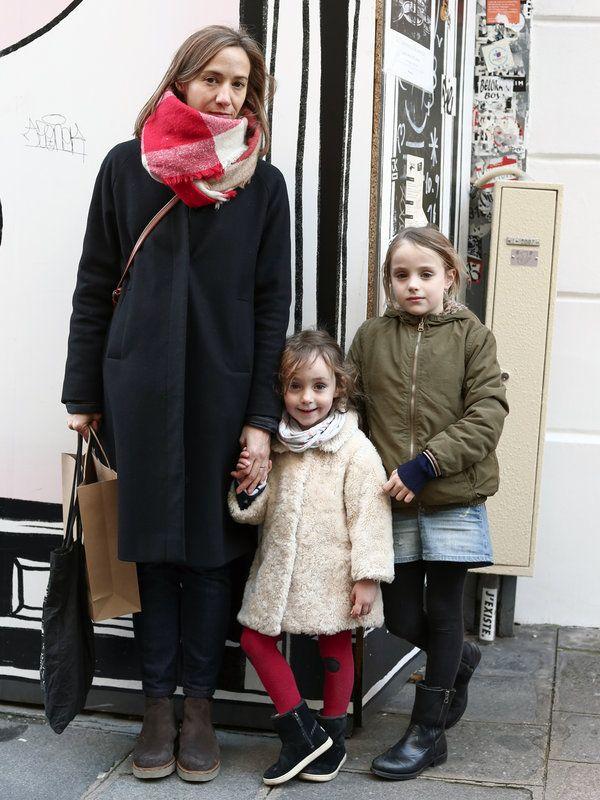 ママン: Emilie エミリー子ども: Bianca ビアンカ/8歳 Madelaine マドレーヌ/3歳スポーティなブルゾンやフェイクファーのコートなど、アウターで個性を発揮したお洒落なパリジェンヌ親子に遭遇。ストールやタイ...