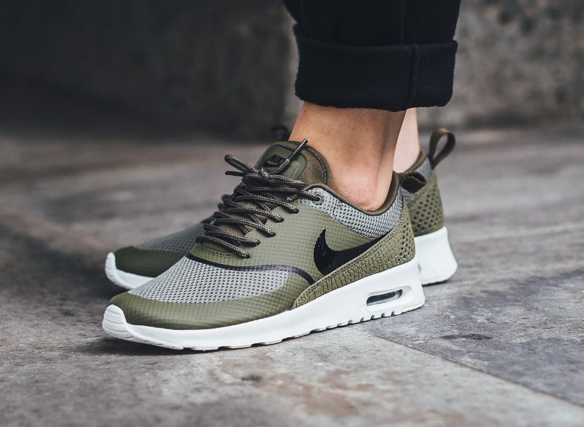 best service 35995 e3e5e Medium Olive Highlights This Nike Air Max Thea | Nikes in 2019 ...