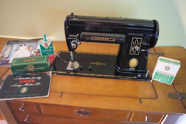 Singer 40 Made 40 With Original Sewing Cabinet The Sewing Amazing Singer Sewing Machine Model 301 Value