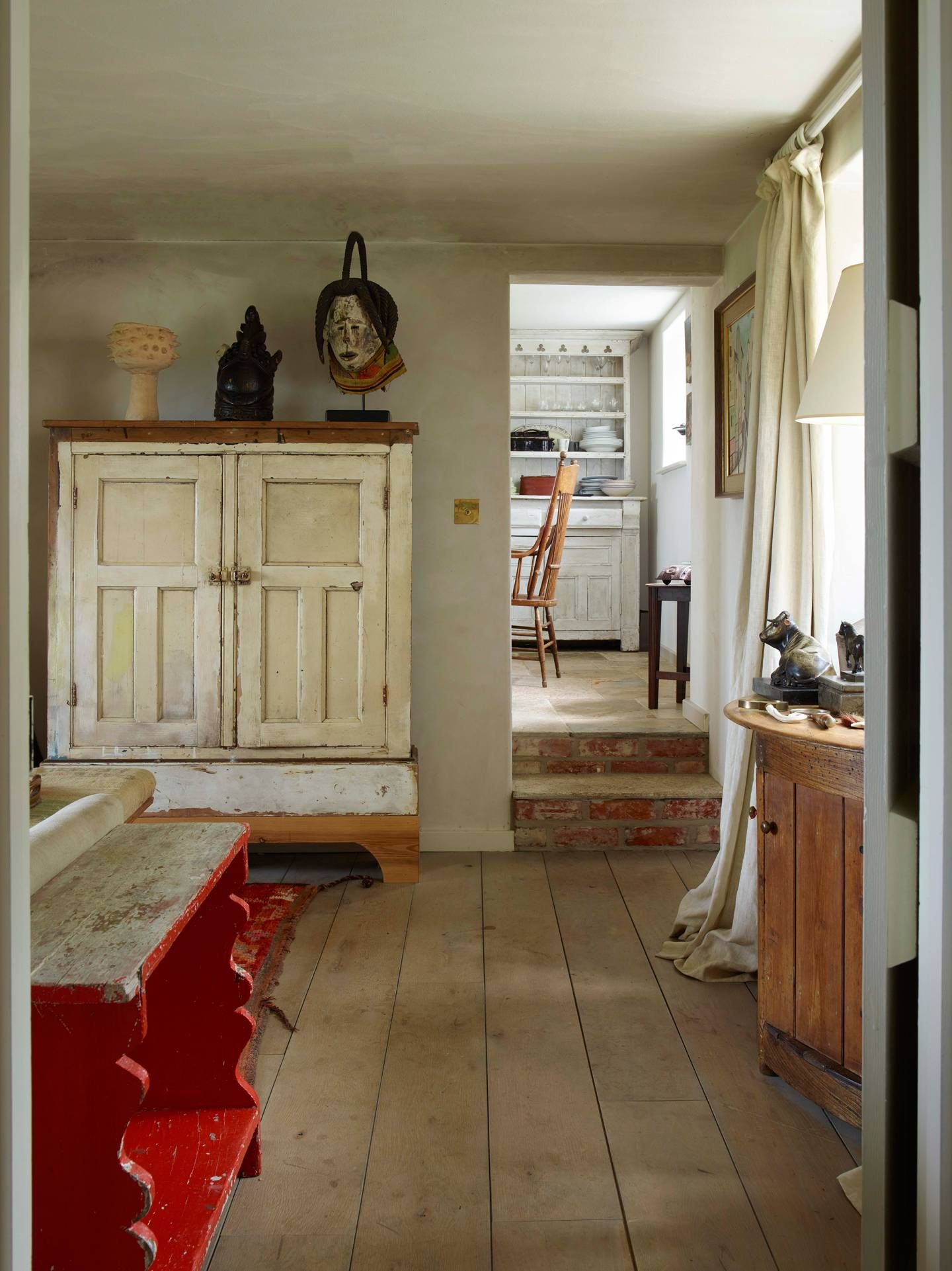 A Wiltshire farmhouse filled with Swedish antiques in 2020