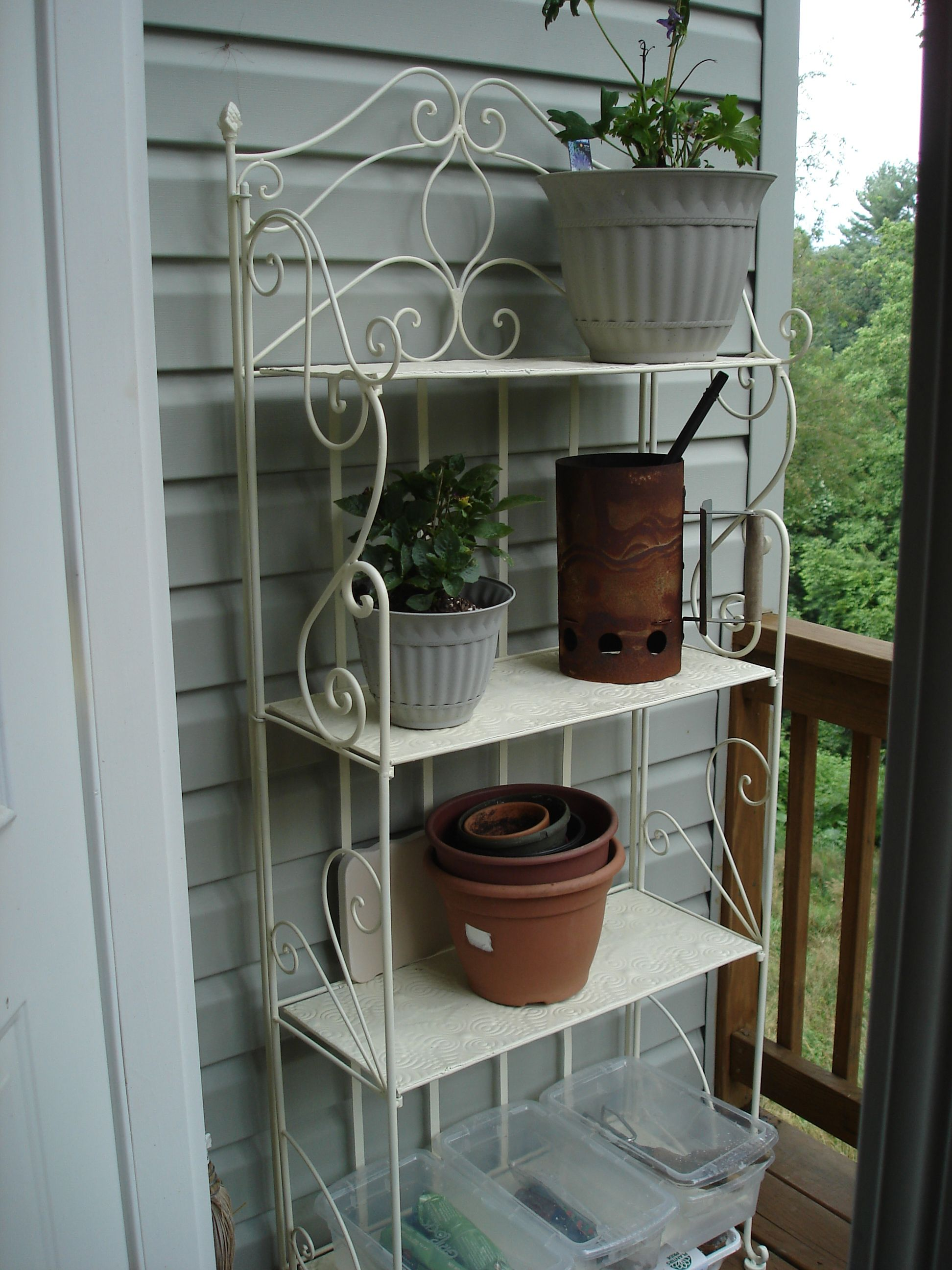 Tutorial Spray Painting Garden Shelves Garden Tool Rack