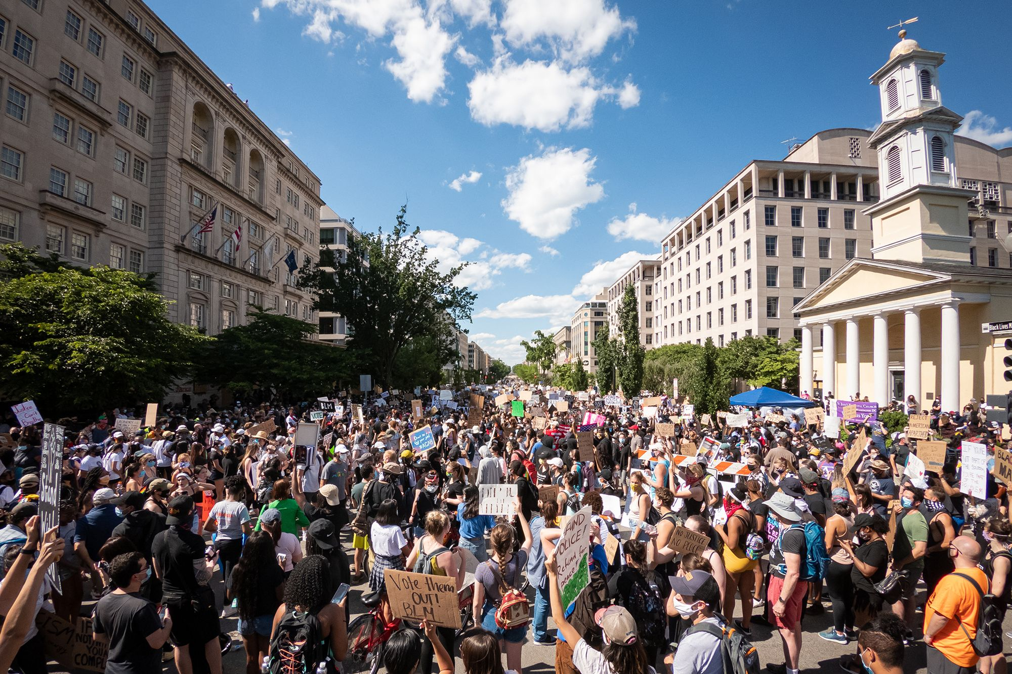 This Grassroots Organization Is Partnering With New York And D C Restaurants To Feed Frontline Protesters New York Protest New Travel The Second City