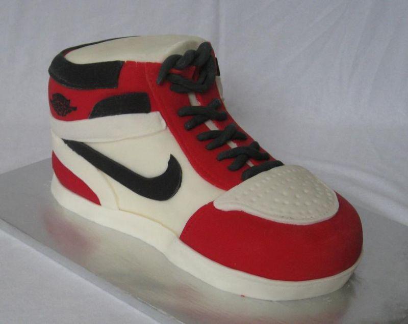 nike shoe cake image