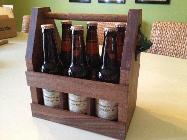 How To Carry Your Beer In Style With These Diy Wooden Six Pack Holders Diy Wooden Projects Beer Wood Wooden Diy