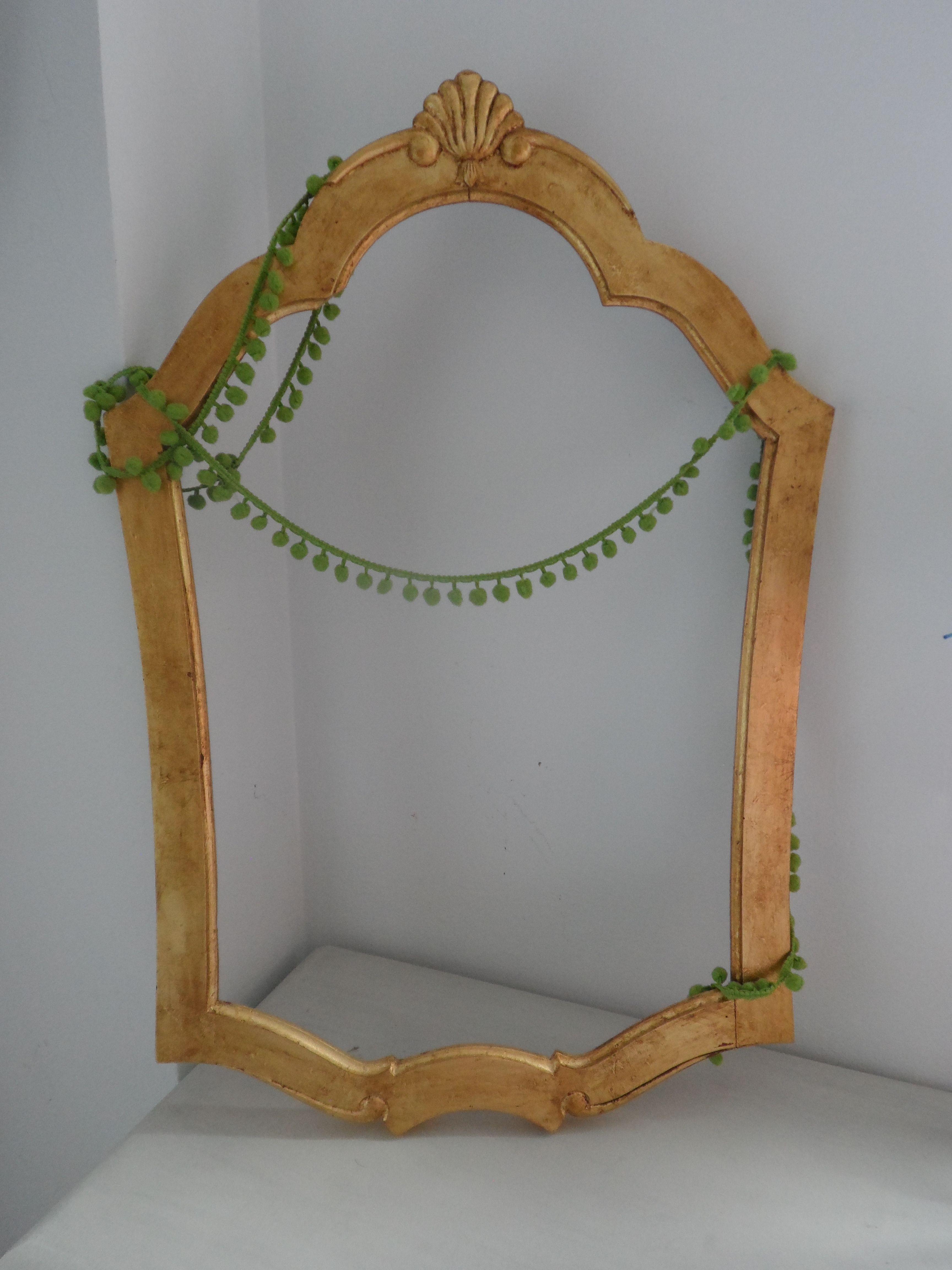 Marco decorado con pan de oro y envejecido con betún de judea. Los ...