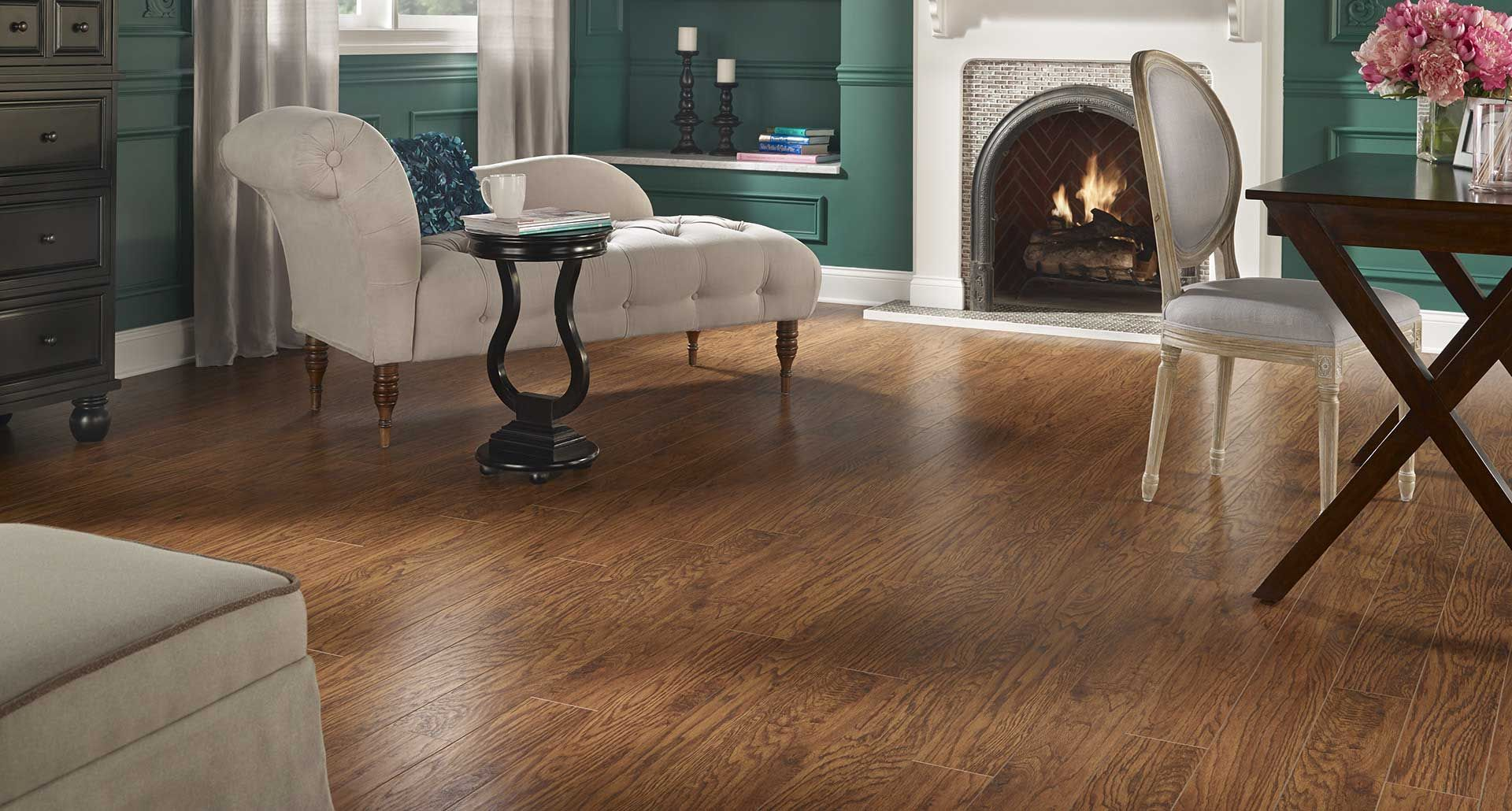 Handsed Heritage Hickory Laminate Floor Dark Wood Finish 8mm 1 Strip Plank Flooring Easy To Install And Covered By Pergo S Lifetime