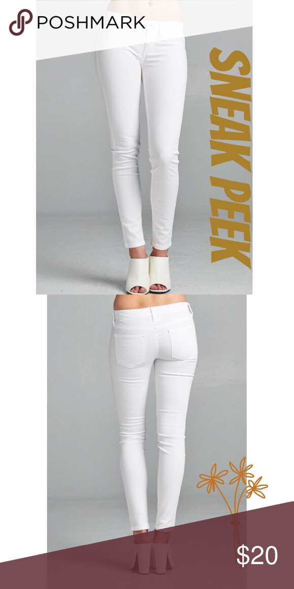 NWT White Skinny Jeans Every girl needs a pair of white jeans in her closet ☀these are brand new with tags. Bought at Urban Outfitters, brand name is Sneak Peek. Matches everything! Urban Outfitters Jeans Skinny