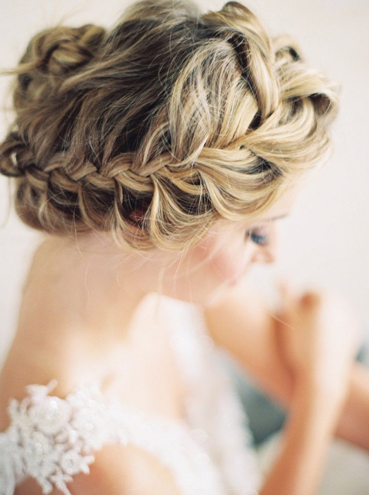 Chic French-braided updo Bridal Hairstyle #weddinghair #bridalhairstyle #braidedbun #weddinghairstyle #twistedupdo