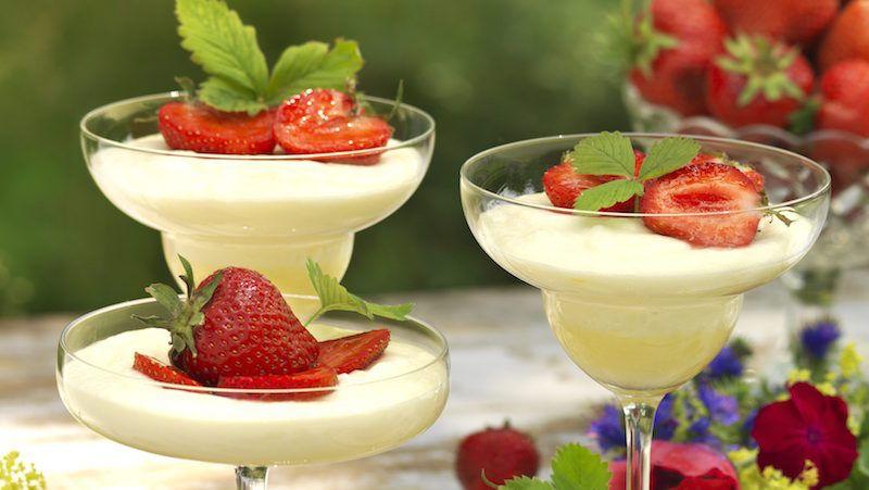 champagnemousse med jordgubbar recept